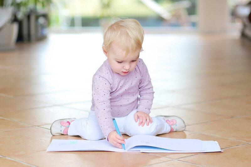 چرخش ران به دلیل قورباغه ای نشستن کودک در رادیولوژی تری جوینت قابل تشخیص است